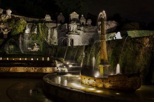 """""""Abitare l'Antico:  il gusto del Giardino all'Italiana, la statuaria e la decorazione degli interni: VILLA D'ESTE"""" di notte"""